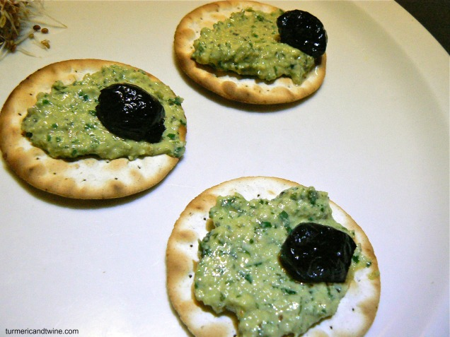 garden pesto crackers 2
