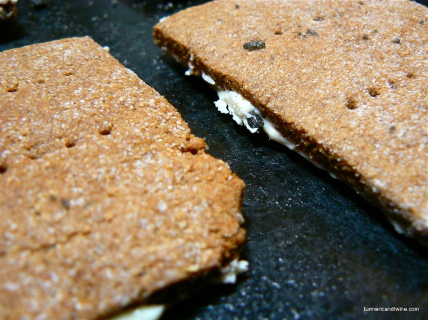 graham crackers with white chocolate frosting