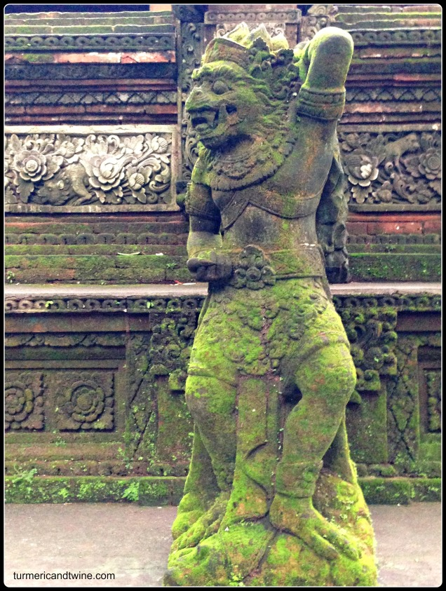 monkey statue in Ubud