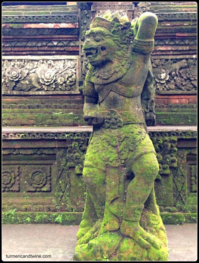 monkey statue in Ubud