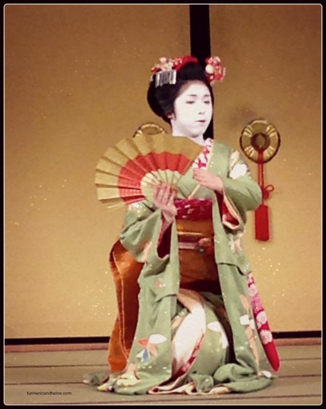kneeling geisha.jpg