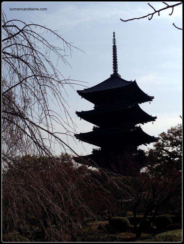 toji temple silhouette.jpg